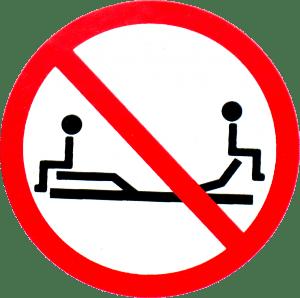 ATTENZIONE: il peso deve essere ripartito sul piano di rete, l'uso improprio danneggia la meccanica. Prima di sedersi sul piano di rete verificare che sia completamente abbassato!