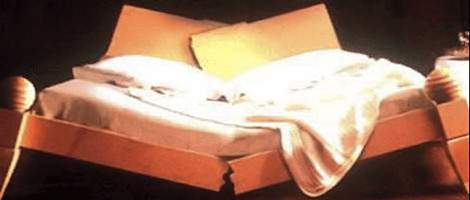 Immagine di un letto rotto