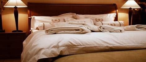 Reti singole motorizzate in letto matrimoniale: come fare con lenzuola e coperte durante la movimentazione