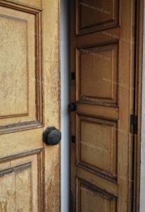 Porte di legno rovinate