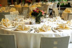 Il Tavolo da Pranzo Rotondo per Natale, Capodanno e altri giorni festivi o eventi
