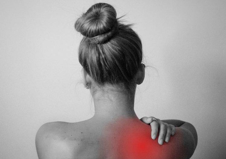 Cosa fare se al mattino ti svegli col dolore alla spalla o all'anca